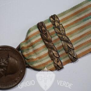 Medaglia coniata nel bronzo nemico con fascette 1917/1918