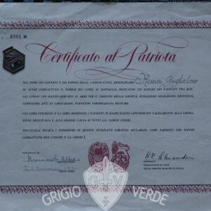 Certificato al patriota con ciondolo partigiano C.V.L.